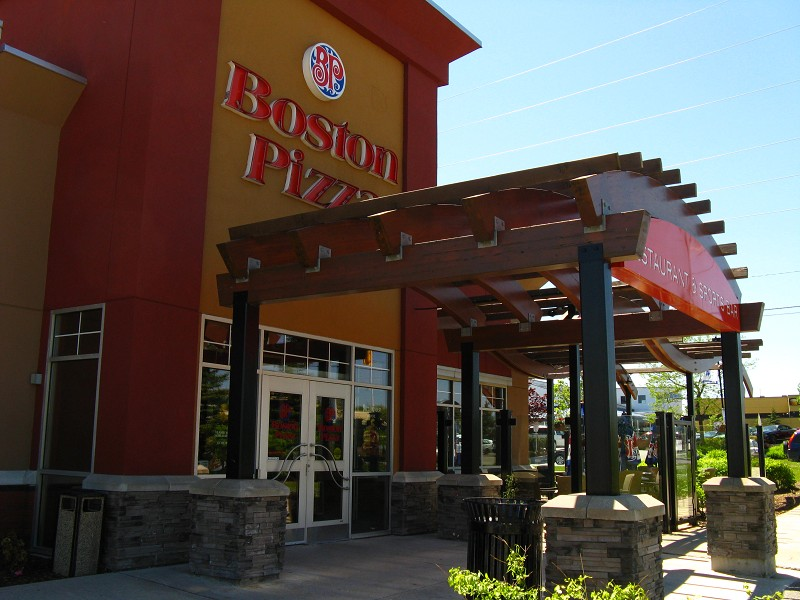 Boston Pizza (Exterior)