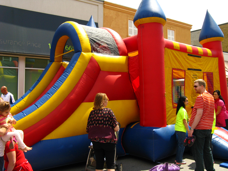 Blowup jumping castle