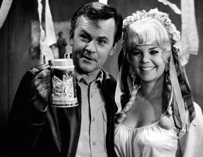 Bob Crane with Sigrid Valdis in Hogan's Heroes